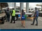 Procon vistoria aeroporto do RJ e constata falta de cuidado com malas