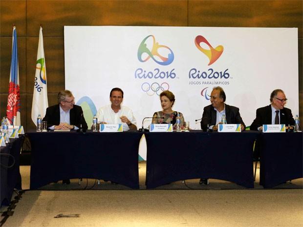 Dilma e autoridades do Rio e das Olimpíadas se reuniram nesta terça-feira (Foto: Paula Johas / Prefeitura do Rio)