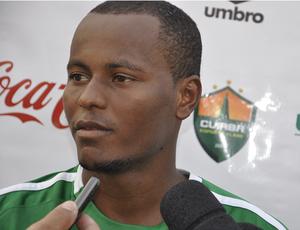 Joelson foi o artilheiro da tarde, com três gols (Foto: Leonardo Heitor/Globoesporte.com/mt)