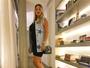 Andressa Suita usa vestido justinho que evidencia barriguinha de grávida