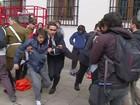 Estudantes e seguranças de palácio presidencial se enfrentam no Chile