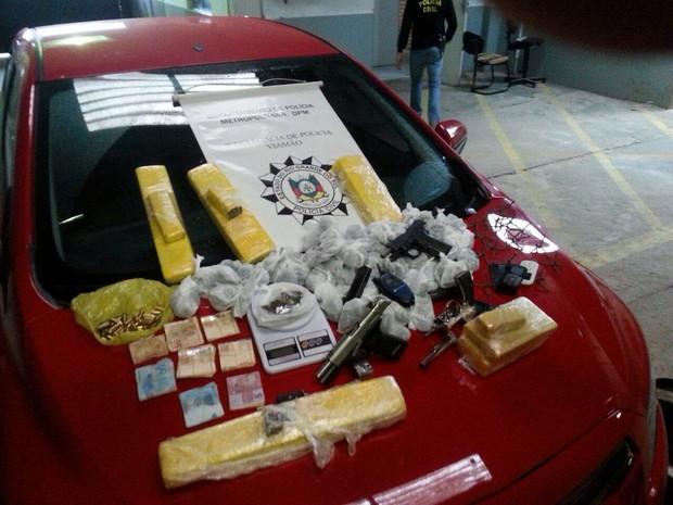 Polícia apreendeu dinheiro, armas e drogas com suspeitos em Porto Alegre e Viamão (Foto: Divulgação/Polícia Civil)