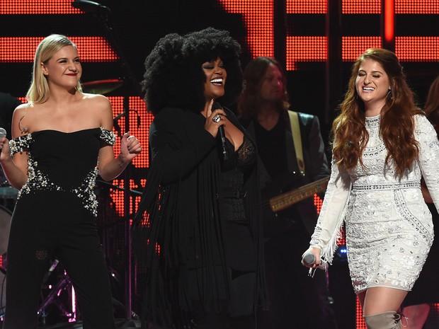 Kelsea Ballerini, Jill Scott e Meghan Trainor cantam em prêmio de música em Nashville, no Tennessee, nos Estados Unidos (Foto: Rick Diamond/ Getty Images/ AFP)