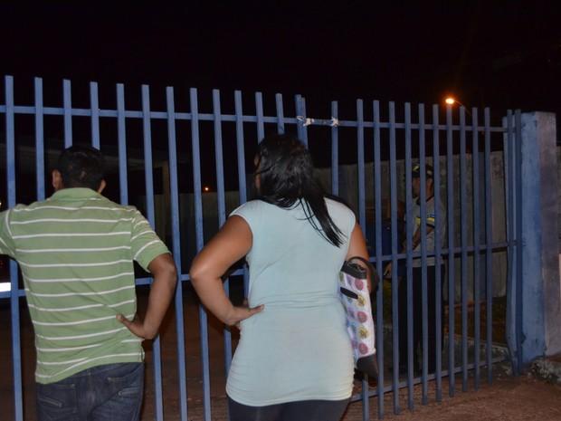 Autônomo Diel Lobato sendo informado de que não podia entrar na UBS (Foto: Graziela Miranda/G1)