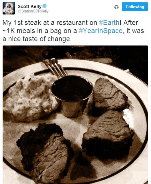 A primeira refeição em um restaurante (Foto: Reprodução/Twitter)