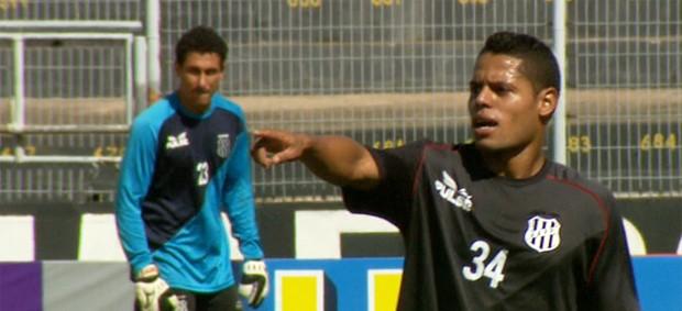 João Paulo, lateral-esquerdo da Ponte Preta, em treino no Majestoso (Foto: Carlos Velardi/ EPTV)