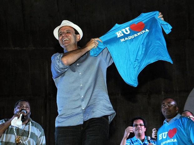 Eduardo Paes puxou samba-enredo da Portela em comemoração à reeleição (Foto: Alexandre Durão / G1)