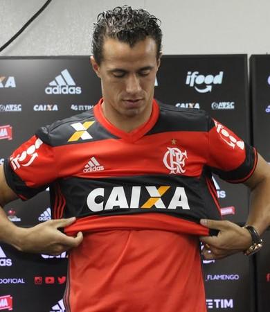 Leandro Damião apresentação Flamengo (Foto: Gilvan de Souza/Flamengo)