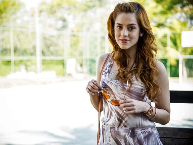 Sophia Abrahão surge linda e estilosa na pele de Gaby, sua personagem em Alto Astral (Foto: Raphael Dias/ TV Globo)