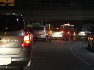 Comboio com 24 carros percorreu ruas de Cuiabá, em busca de moradores de rua (Foto: Desireé Galvão/ G1)
