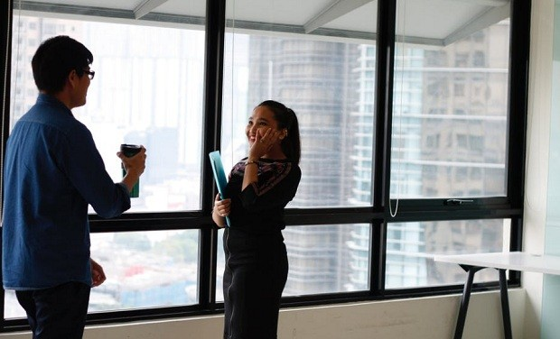 Quer ganhar a confiança de alguém? Ex-agente do FBI ensina truque infalível
