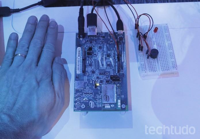 Menor placa-mãe do mundo agora é 60% menor que hardware que detinha o título (Foto: Fabrício Vitorino/TechTudo)