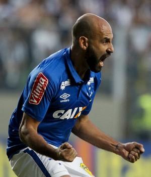 Bruno Rodrigo comemora gol, o terceiro do Cruzeiro no clássico com o Atlético-MG (Foto: Washington Alves / Lightpress)