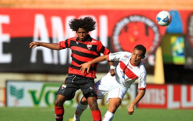 Vila Nova x Atlético-GO Wiliam Barbio Magnum Goianão 2013 (Foto: Wildes Barbosa/O Popular)