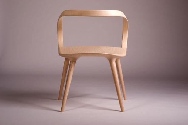 Curvilínea e elegante, a Velo Chair lembra uma bicicleta (Foto:  Fotos: Lourival Junior/Divulgação)