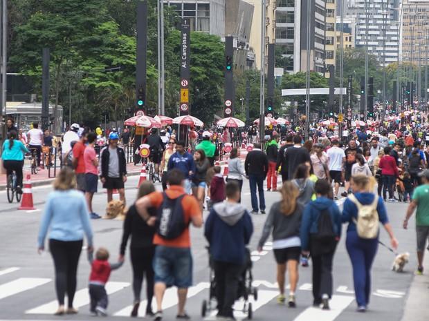 Paulista com pedestres e fechada para carros (Foto: Flávio Moraes/G1)