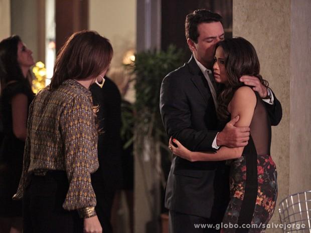 Théo e Morena descobrem que a filha desapareceu (Foto: Salve Jorge/TV Globo)