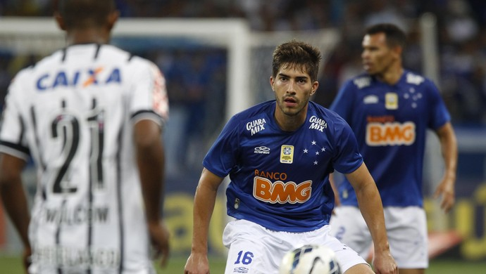 Lucas Silva, volante do Cruzeiro (Foto: Gualter Naves/Light Press)