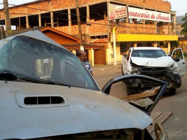 """Veículos faziam """"racha"""", quando um dos condutores tentou uma ultrapassagem e acabaram colidindo (Foto: Alexandre Lima/Arquivo Pessoal)"""