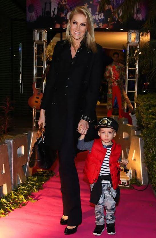 Ana Hickmann e o filho (Foto: Manuela Scarpa/Brazil News)
