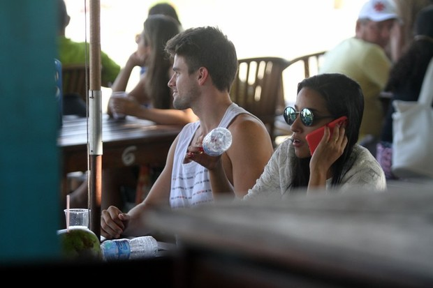 Rafael Licks e Talita Araújo (Foto: Marcos Ferreira / Photo Rio News)