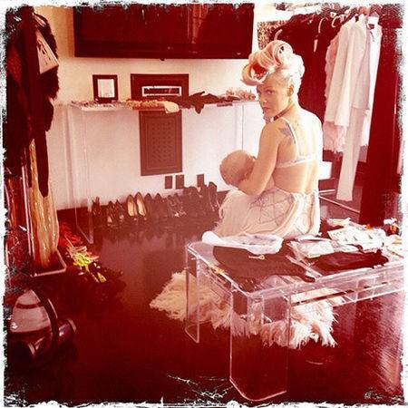 """""""Hora de comer no meu álbum de fotos"""", escreveu a cantora em seu Instagram. (Foto: Instagram)"""