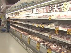 Preço da carne foi o que teve a maior queda após isenção de imposto na cesta básica. (Foto: Reprodução/TV Vanguarda)