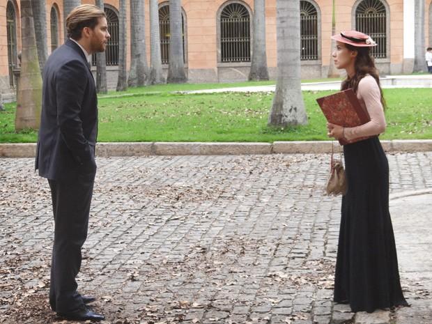 Laura e Edgar discutem (Foto: Lado a Lado/TV Globo)