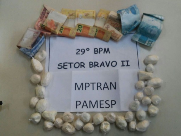 As 280 gramas de cocaína foram encaminhadas para a delegacia (Foto: Divulgação/ 29ª BPM)