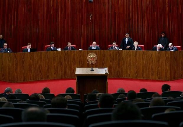 O Tribunal Superior Eleitoral (TSE) retoma o julgamento da ação em que o PSDB pede a cassação da chapa Dilma-Temer, vencedora das eleições presidenciais de 2014  (Foto: Fabio Rodrigues Pozzebom/Agência Brasil)