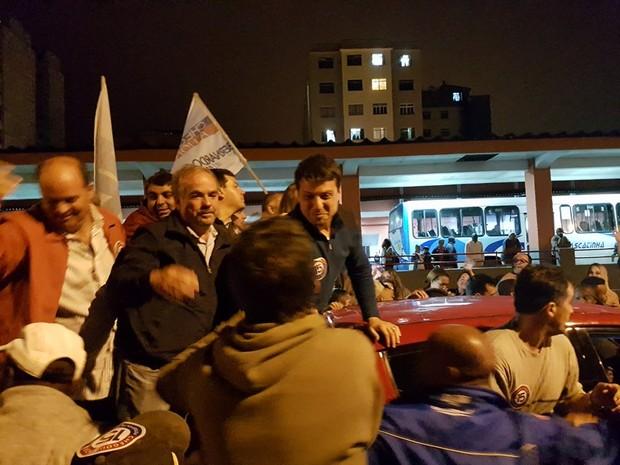 Bernardo Rossi chegou à Praça da Inconfidência acompanhado do vice, Baninho (Foto: Bruno Rodrigues/G1)