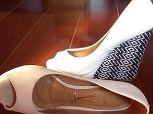 Sapato vendido no Brechó das Alunas da Unicamp (Foto: Reprodução/Facebook)