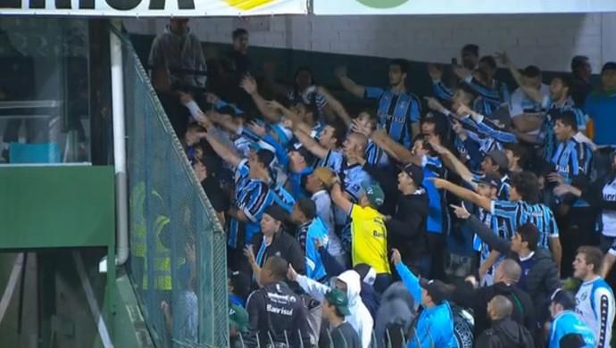 Grêmio x Coritiba protesto torcedores Grêmio Couto Pereira (Foto: Reprodução)