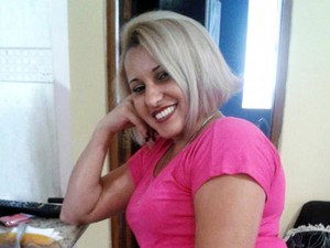 Flavia Luvizaro foi esfaqueada pela própria filha em Santos, SP (Foto: Reprodução/Facebook)