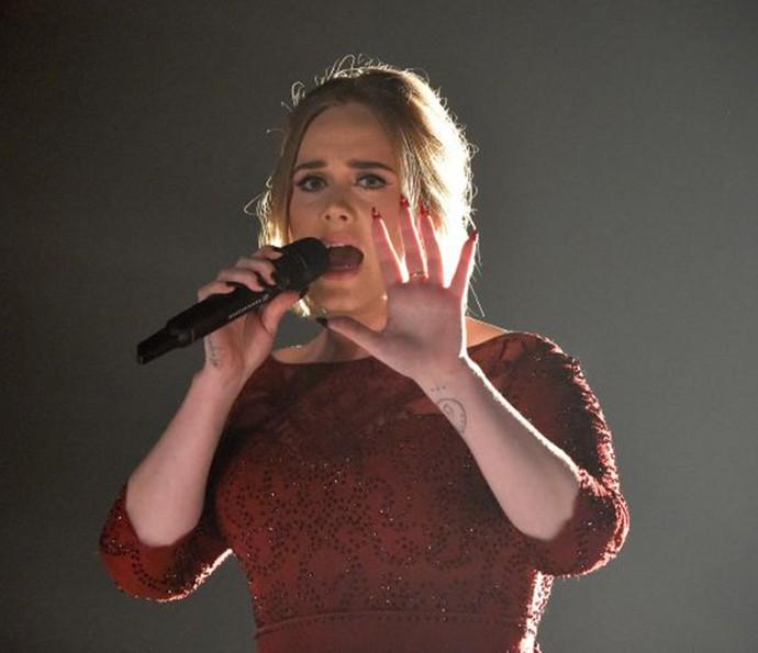 Adele chorou e se jogou no fast food depois de falha na apresentação do Grammy (Foto: Divulgação)