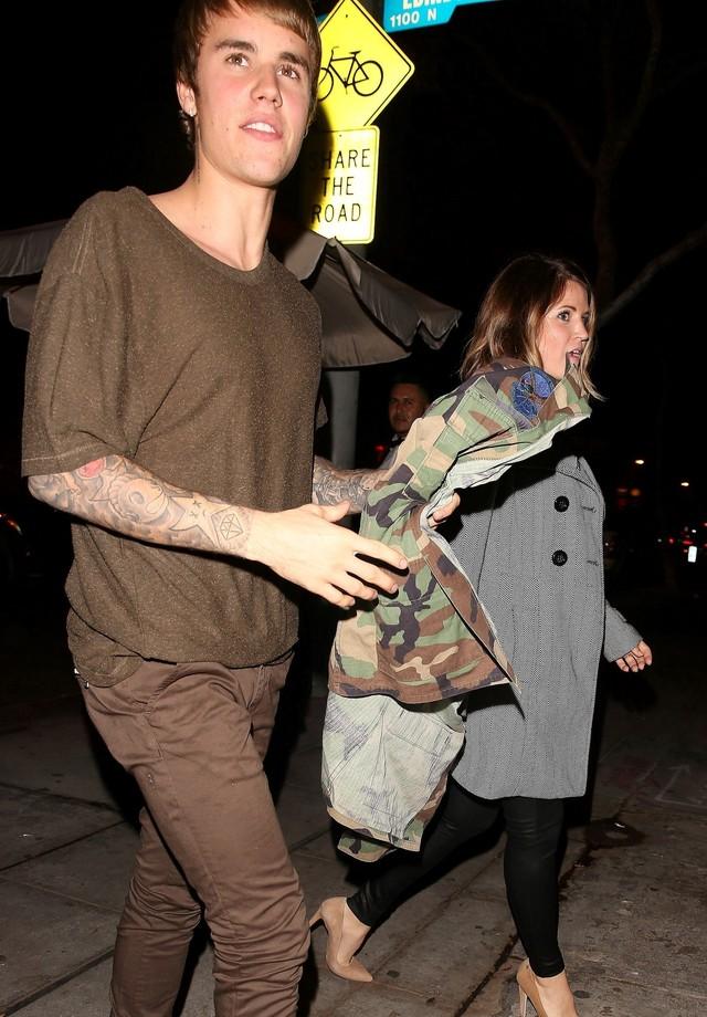 Justin Bieber e sua suposta nova namorada (Foto: AKM-GSI)