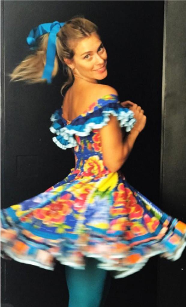 Carolina Dieckmann com look caipira (Foto: Reprodução)