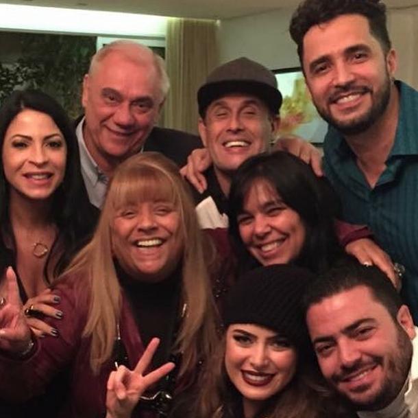 Latino e Rayanne Morais em foto postada por Sérgio Mallandro (Foto: Reprodução/Instagram)