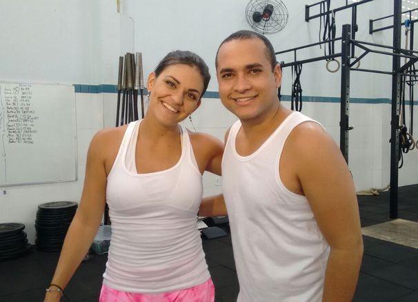 Maysa e Menilson posam para foto durante as gravações (Foto: Divulgação / TV Sergipe)