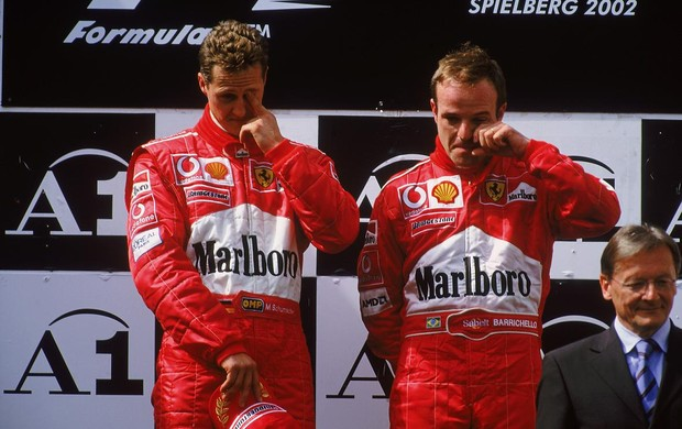Barrichello e Schumacher no pódio do GP da Áustria de 2002 (Foto: Getty Images)
