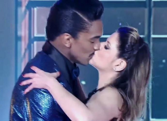 Mariana Santos encerra dança com beijo (Foto: Carol Caminha/Gshow)