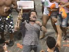 George Israel desce para pipoca na Barra (Imagens / TV Bahia)