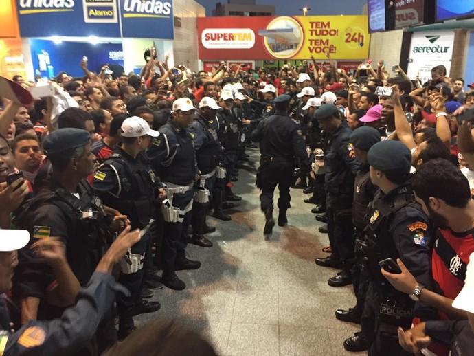 Corredor policial - Flamengo Sergipe - Confiança (Foto: Raphael Zarko / GloboEsporte.com)
