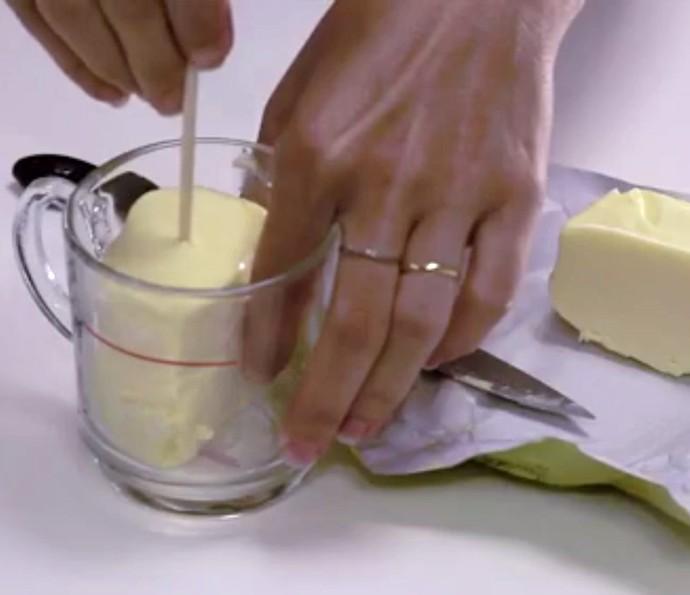 Testamos para você a dica da vela feita de manteiga e papel! Assista (Foto: Divulgação)