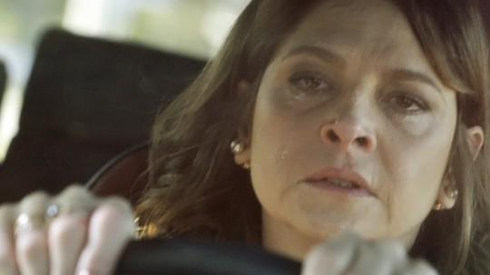 Penúltimo capítulo: Transtornada, Carolina vai atrás de Angel e Alex para flagra