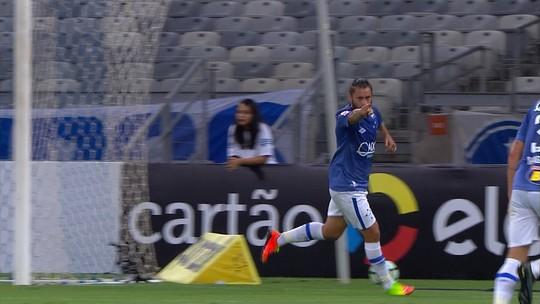 Messi, CR7, Tostão... Sobis entra em lista de quem marcou 4 em um só jogo