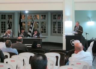 Carlos Eduardo Pereira na reunião do Conselho Deliberativo do Botafogo (Foto: Gustavo Rotstein)