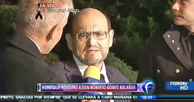 Edgar Vivar, o Senhor Barrigas de 'Chaves', chega à cerimônia da Televisa San Ángel em homenagem a Roberto Bolaños (Foto: Reprodução/Televisa)