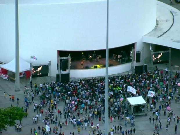 Shows de música gospel da Marcha para Jesus 2016 acontecem no Parque Dona Lindu (Foto: Reprodução/TV Globo)