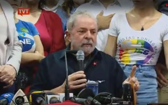 Em coletiva no diretório do PT, no Centro de São Paulo, ex-presidente Lula fala sobre a Operação Aletheia (Foto: Reprodução)